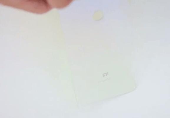 Градиентная задняя панель Xiaomi Mi 8 Lite на самом деле является прозрачной