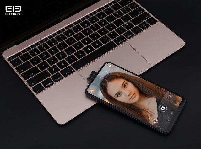 Первые живые фото самого дешевого безрамочного смартфона