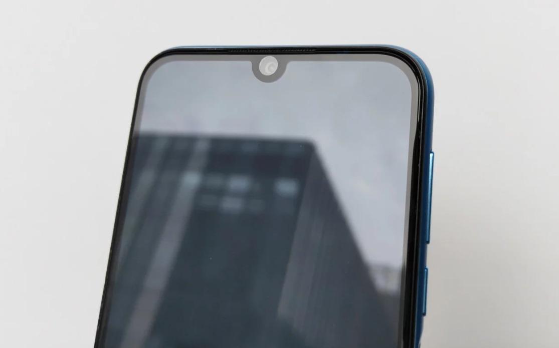 Компактный бюджетник по-китайски: современный экран с каплевидным вырезом, двойная камера и 1 ГБ ОЗУ