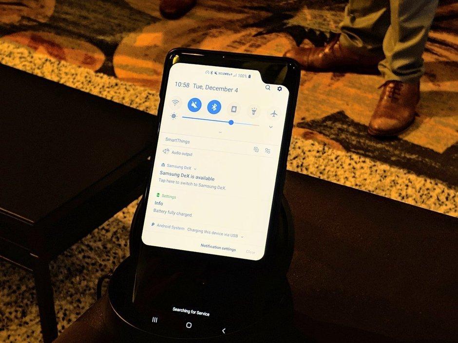 Samsung показала 5G-смартфон с косой «чёлкой»