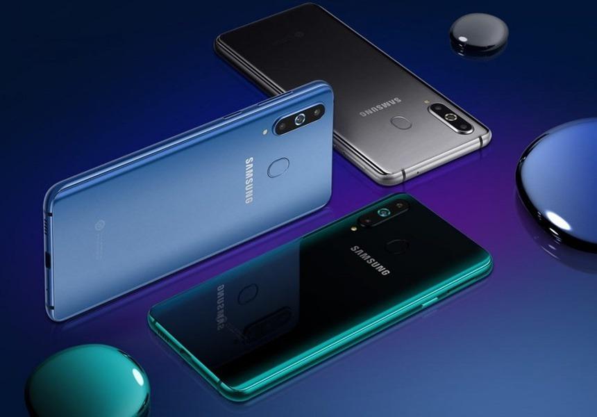 Samsung представила свой первый смартфон с дырявым дисплеем