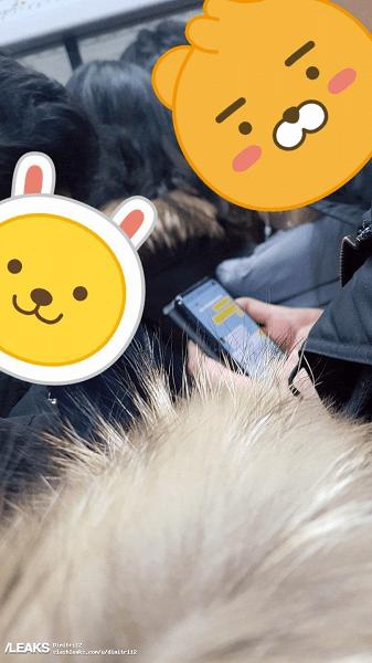 Флагман Samsung Galaxy S10 замечен в общественном месте