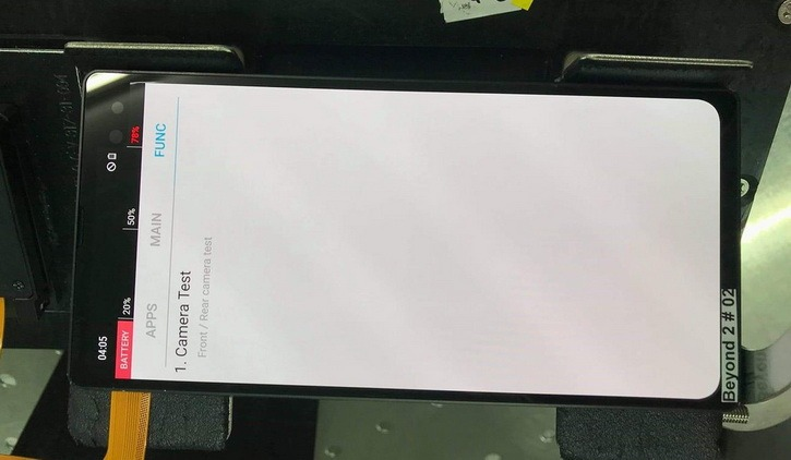 Samsung Galaxy S10+ на фото с завода