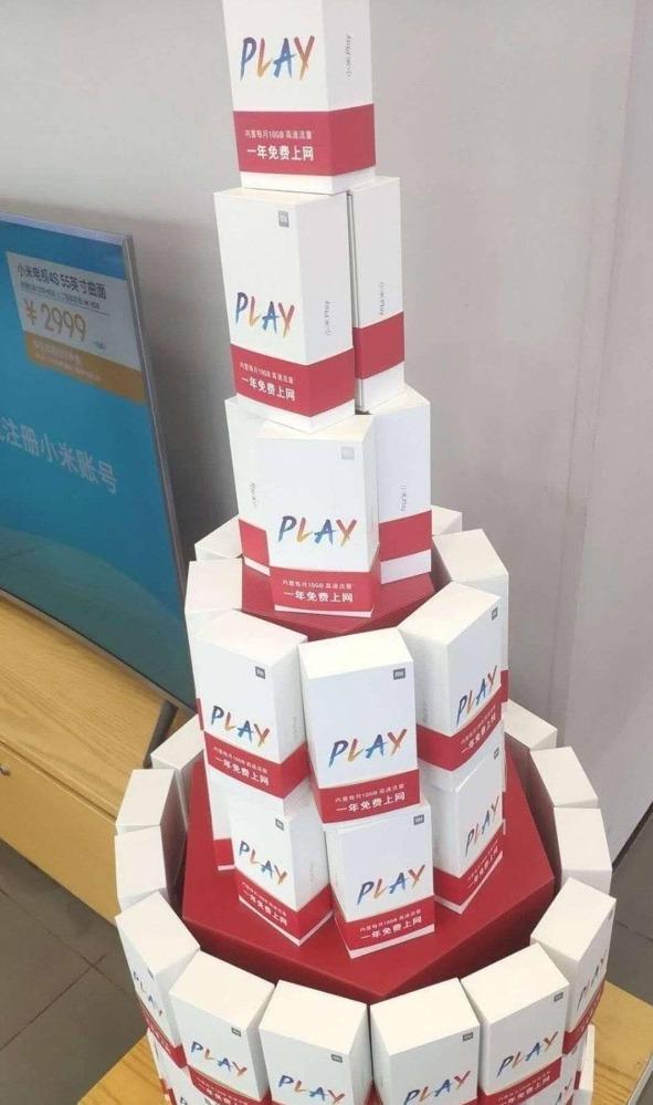 Первая партия Xiaomi Mi Play на фото