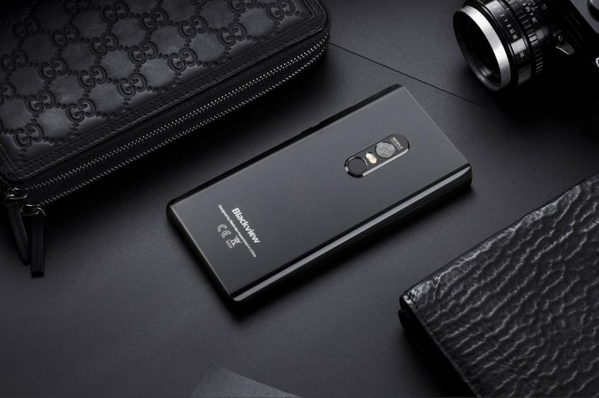 Смартфон Blackview Max 1 с экраном Samsung AMOLED и встроенным проектором выйдет 1 марта