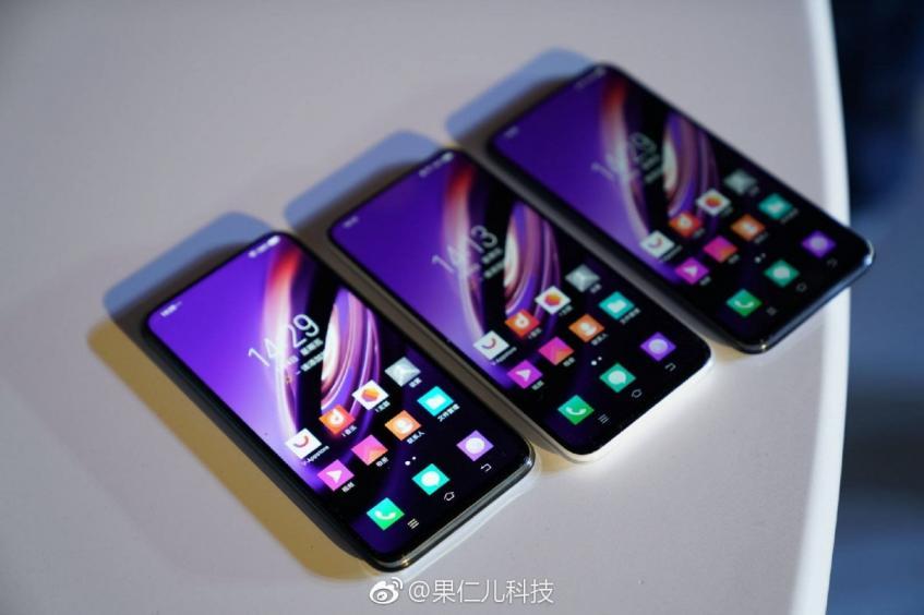 Китайцы показали, как пользоваться смартфоном без кнопок, отверстий и разъёмов