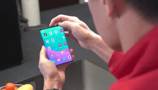Lenovo заявляет, что вовсе не Xiaomi первая показала смартфон со сгибающимся в нескольких местах экраном