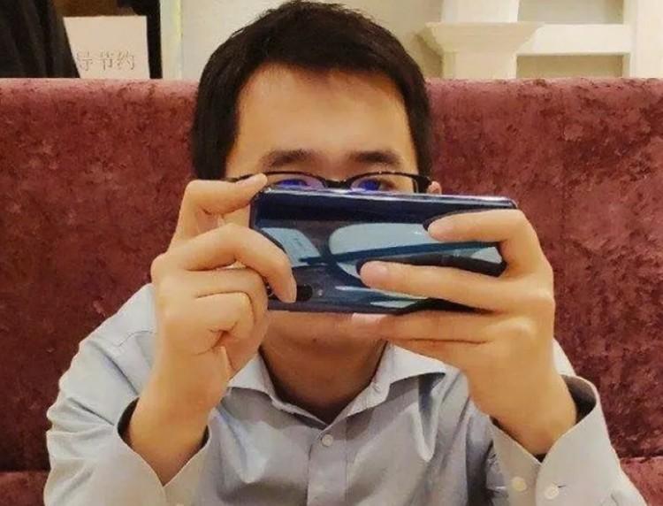 Незадолго до премьеры Xiaomi Mi 9 был заснят на «шпионском» фото