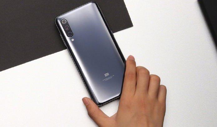 Флагман Xiaomi Mi 9 меньше чем за сутки собрал свыше 650 000 предварительных заказов, смартфону грозит дефицит