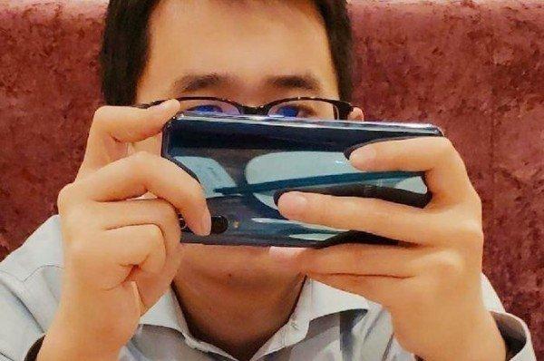 Топ-менеджер Xiaomi подтвердил, что флагман Mi 9 получит тройную камеру