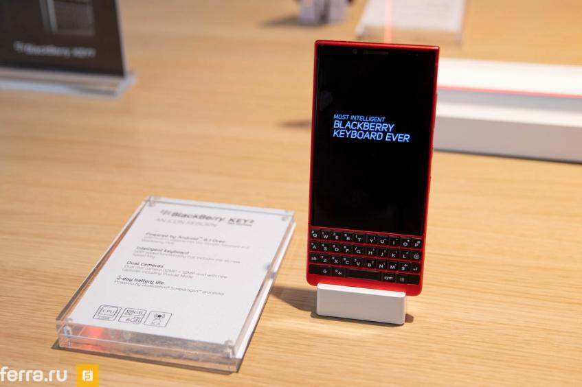 Представлен QWERTY-смартфон BlackBerry KEY2 в красном