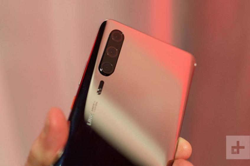 Huawei P30 нашли на MWC 2019 и отсняли на фото