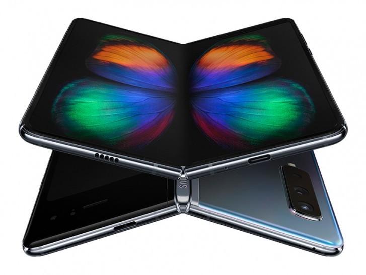 Samsung Galaxy Fold со всех сторон: загадочное отверстие и конструкционные особенности – фото 1
