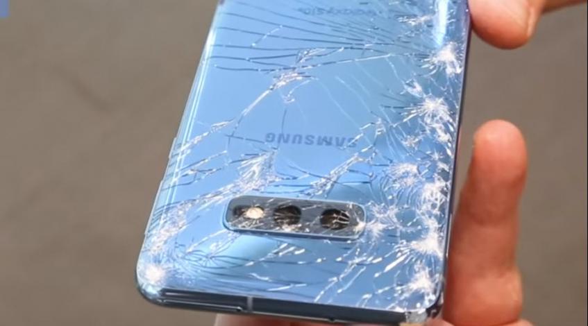 Дорогие и хрупкие. Samsung Galaxy S10 сравнили с iPhone XS Max в дроп-тесте