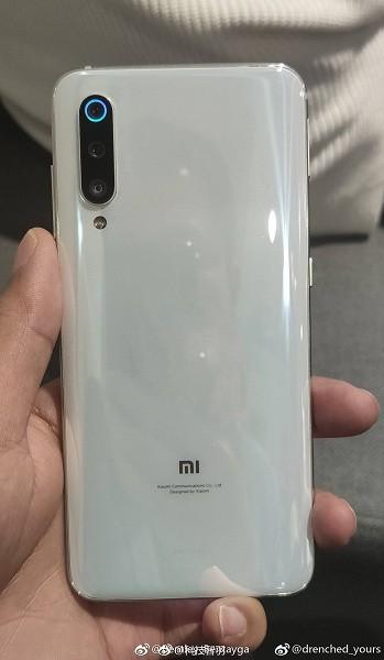 Топ-менеджер Xiaomi опубликовал фото версии Mi 9, которая никогда не выйдет