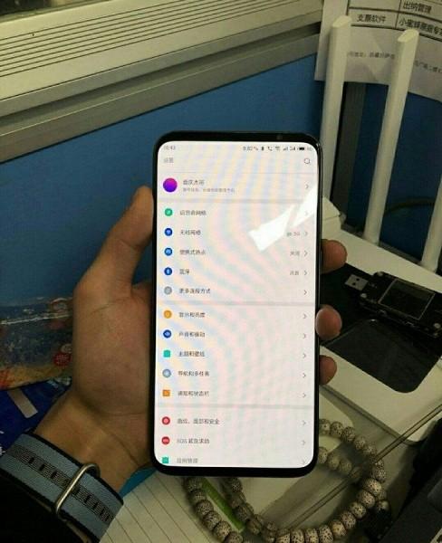 Фото смартфона Meizu 16s подтверждает очень тонкие рамки, «симметричный» дизайн и отсутствие вырезов или отверстий в экране