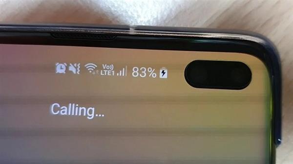 «Это не брак, прочитайте инструкцию». Samsung объяснила мерцающие пиксели на экране Galaxy S10+