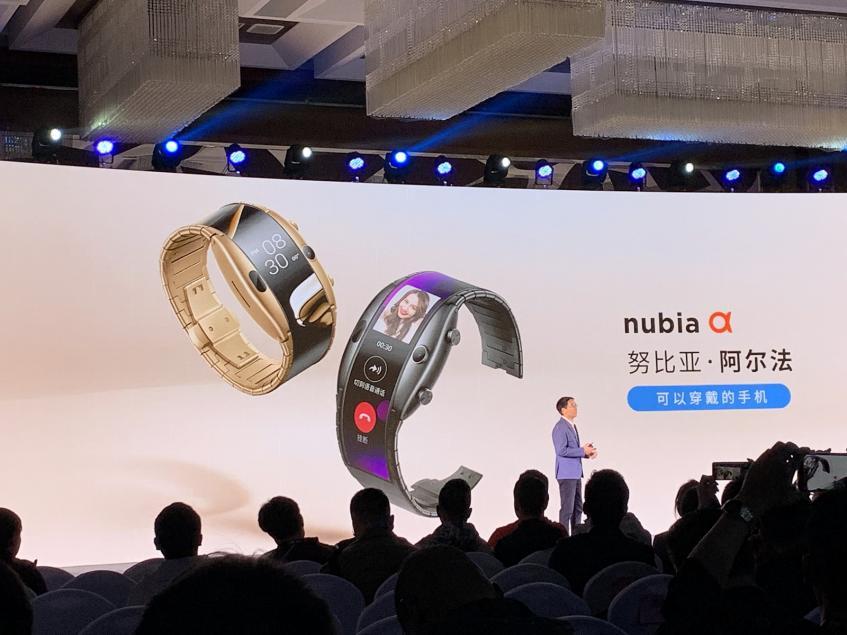 0 за 4-дюймовый экран, 1 ГБ ОЗУ и 5-мегапиксельную камеру: в Китае официально представили смартфон-браслет Nubia Alpha