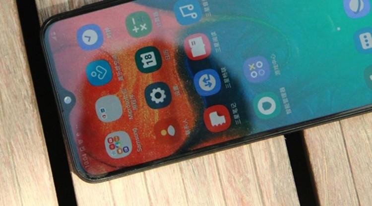 Samsung Galaxy A40s: смартфон с 6,4