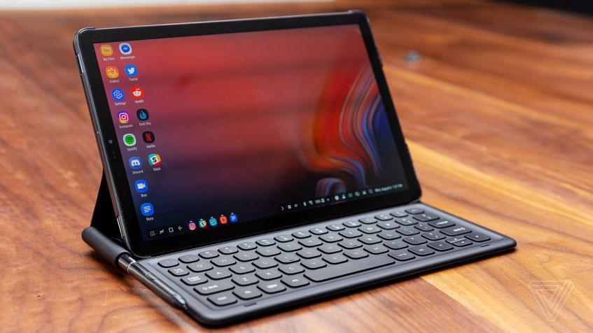 Прошлогодний флагманский планшет Samsung тоже получил обновление до свежей версии Android