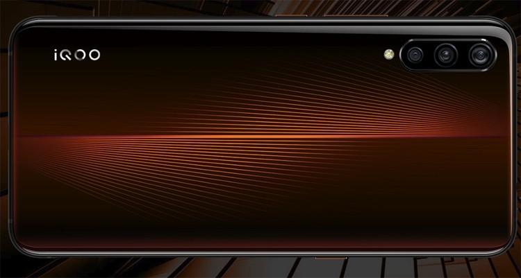 12 Гбайт + 128 Гбайт: вышла новая версия мощного смартфона Vivo iQOO