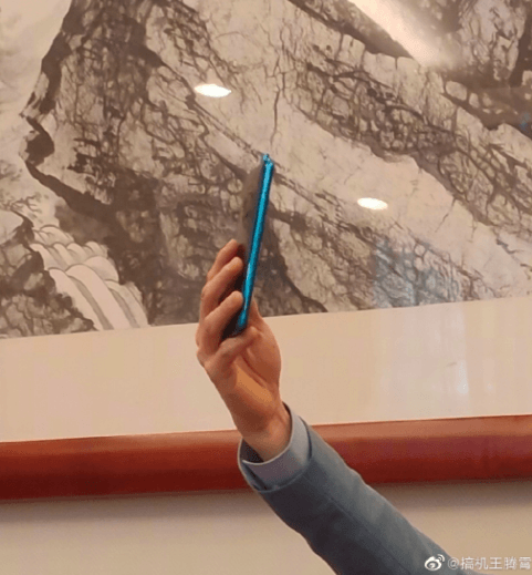 Президент Xiaomi показал флагман Redmi – фото 2