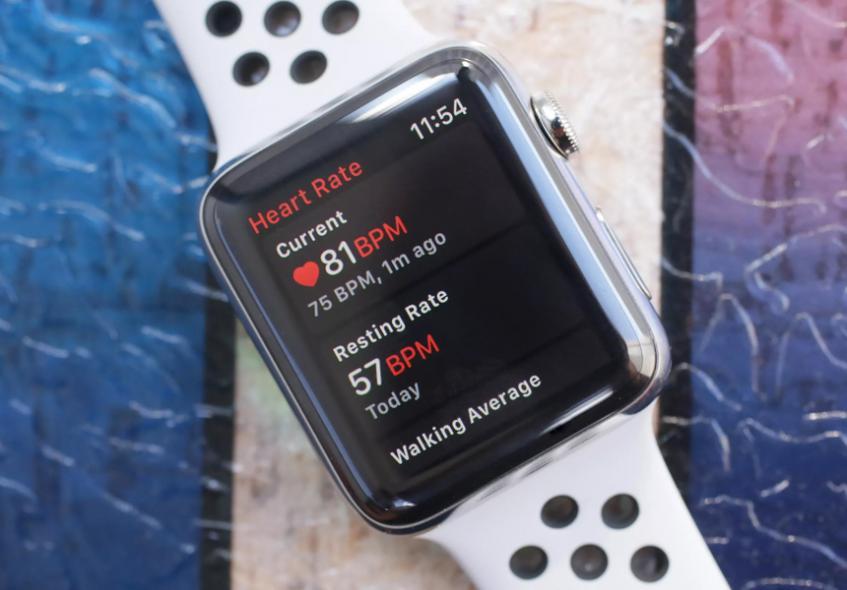 Apple бесплатно заменит потрескавшийся экран в некоторых «умных» часах - 1
