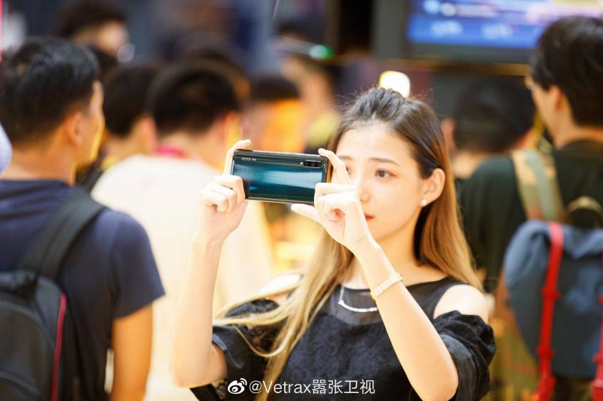 Очередной флагман со Snapdragon 855 Plus и модемом 5G позирует на живых фото