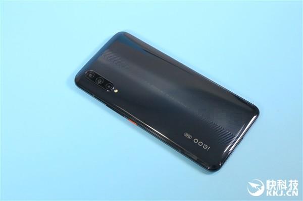 iQOO Pro: мощный, с емкой батареей и 5G