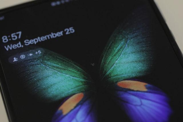 Обозреватель сообщил о поломке экрана своего Samsung Galaxy Fold на второй день использования - 2
