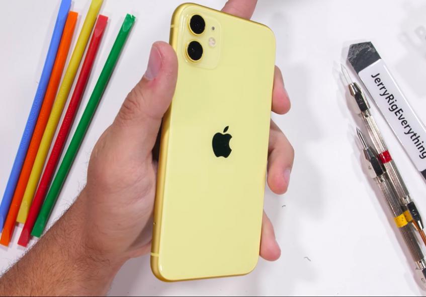 Блогер проверил iPhone 11 на прочность и не нашёл преимуществ перед Android-смартфонами - 1