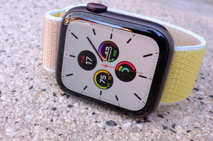 Странные проблемы с автономностью. Пользователи Apple Watch Series 5 массово жалуются на новинку
