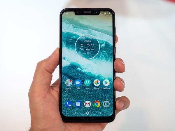 Motorola One Power получит обновление до Android 10 – фото 1