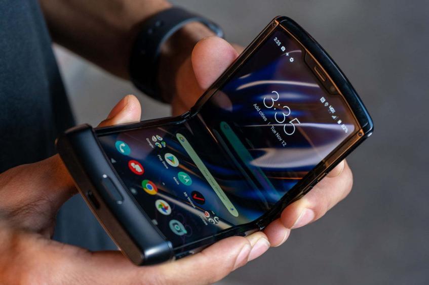 Motorola отложила продажи гибкого Razr в связи с большой востребованностью - 1