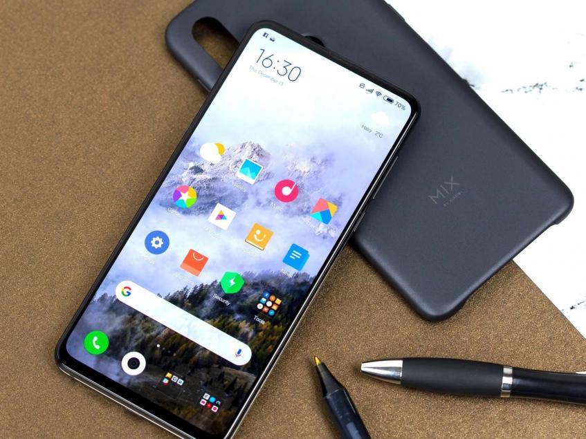 """Один из самых ожидаемых безрамочных флагманов Xiaomi Mi Mix 4 появился на """"живых"""" фото - 1"""