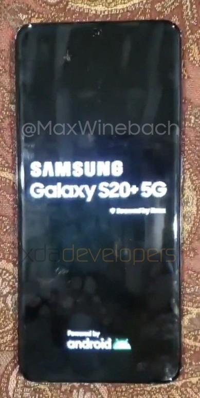 Флагманский смартфон Samsung Galaxy S20+ красуется на «живых» фотографиях