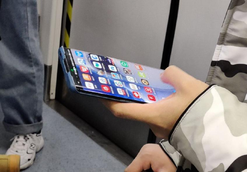 В сеть слили «живое» фото нового флагмана Huawei - 1