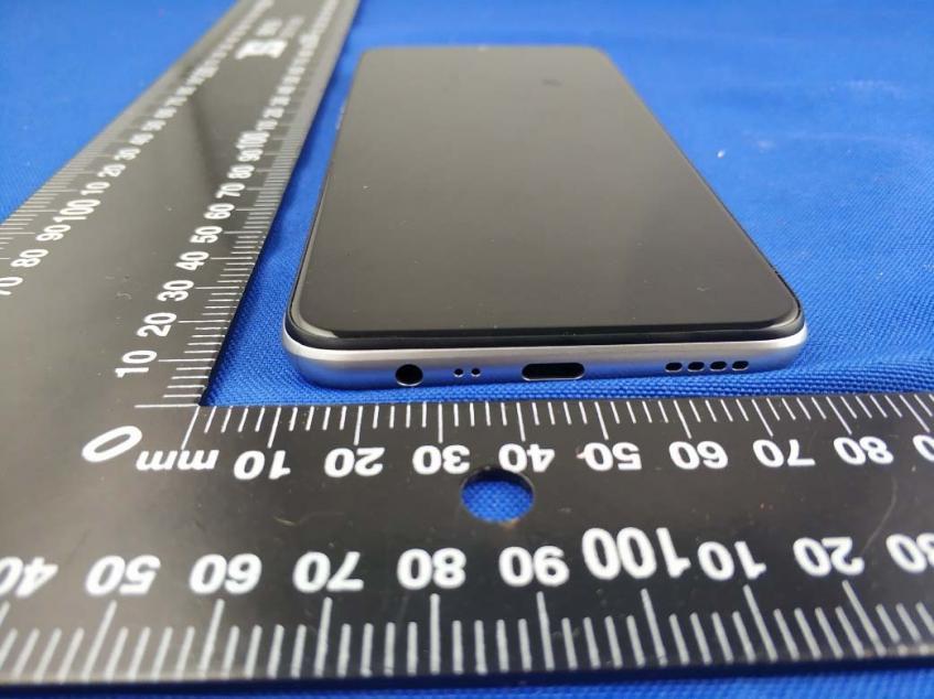 Realme 6i предстал на живых фото: 48 Мп, 5000 мАч, быстрая зарядка