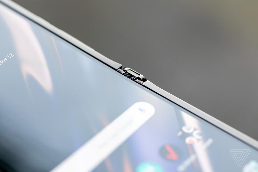 У гибкого Motorola Razr выявлены новые «фичи» – фото 1