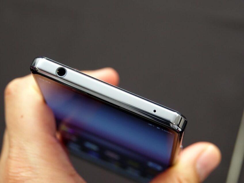 Sony сообщила причину возврата разъема для стереонаушников в свои телефоны - 1