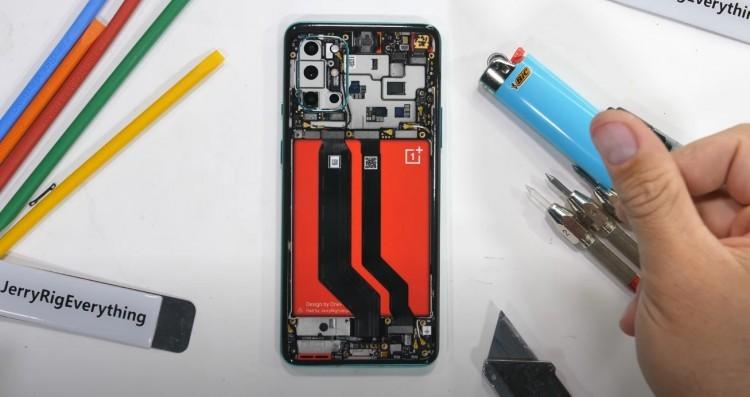 Телефон OnePlus 8T испытали на прочность - 1