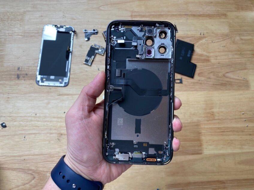 Вскрытие iPhone 12 Pro Max показало уменьшенный аккумулятор и другие интересные детали
