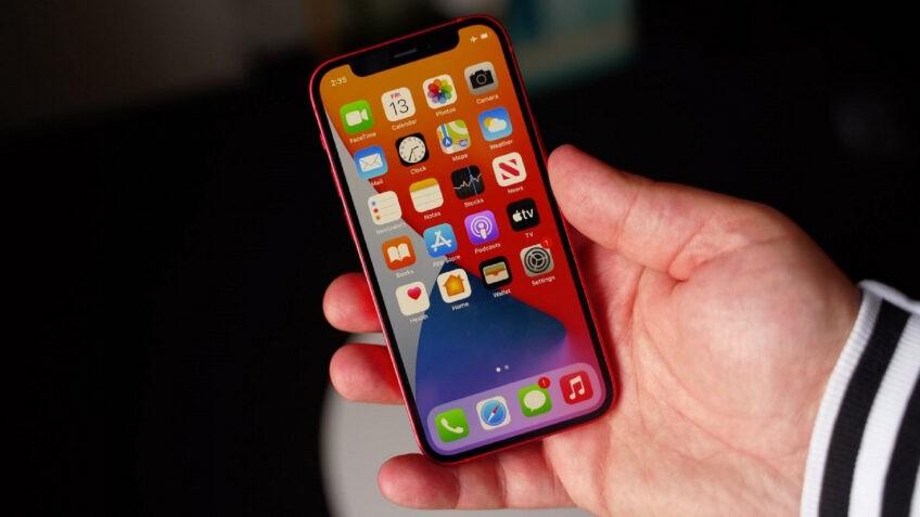 iPhone 12 mini - всё. На эту модель пришлось менее 5% продаж в январе