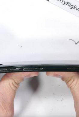 Топовый слайдер Xiaomi, несмотря на особенности конструкции, оказался весьма прочным
