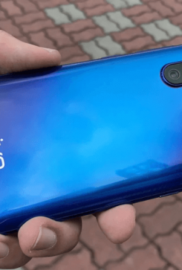 Фотогалерея дня: смартфон Vivo V15 Pro с выдвижной фронтальной камерой показан со всех сторон
