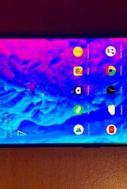 Фотографии OnePlus 7 просочились в Сеть без рамок и без фронтальной камеры