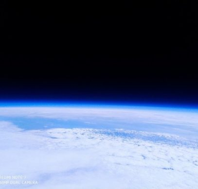 Видео дня: Redmi Note 7 побывал в космосе и вернулся на Землю - вместе с фотографиями планеты из стратосферы