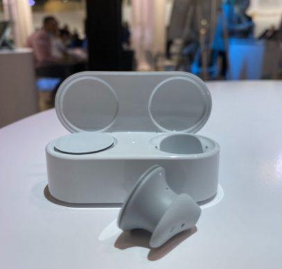 Microsoft представила беспроводные наушники Surface Earbuds - 1