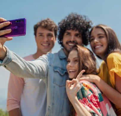 Motorola анонсировала для России недорогой смартфон с отличной камерой - 1