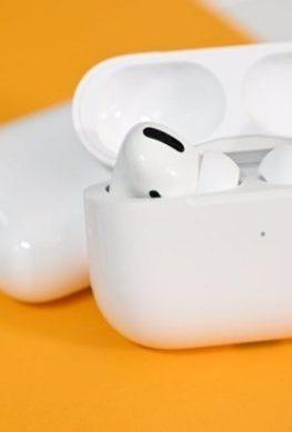 Удешевленная версия беспроводных наушников Apple AirPods Pro может не выйти в срок - 1